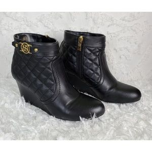 Liz Claiborne black quilted ankle boots gold 7